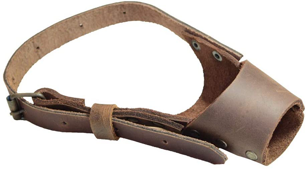 Adjustable leather muzzle for dogs